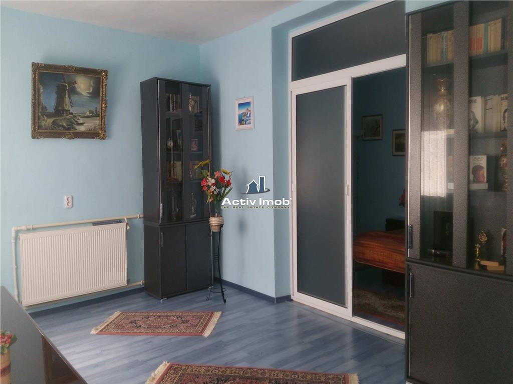 Vila cu magazine si hala, Com. Vanatori Centru