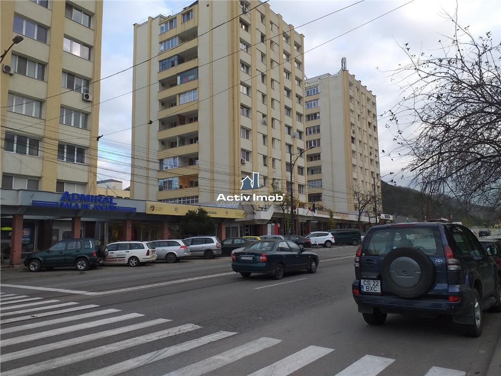 Resita,Cladire de Birouri,Spatiu Comercial