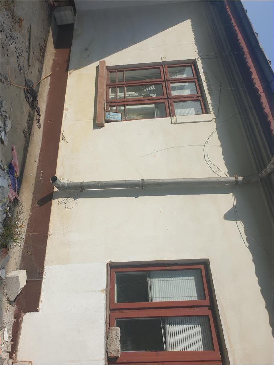 Casa demolabila,teren 292 mp   Rovine