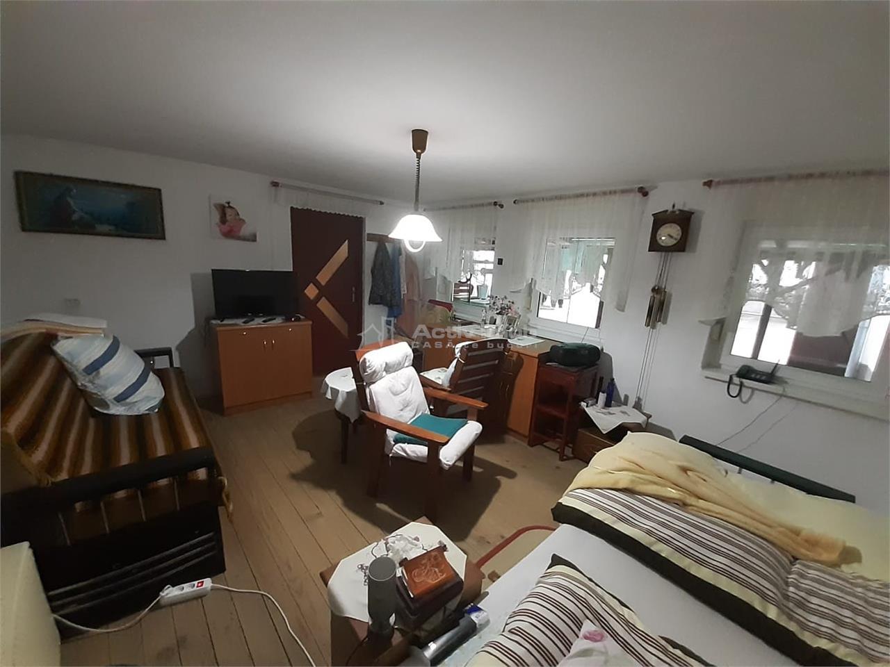 Secaseni, Casa Caramida Arsa Renovata + Curte 1450 MP