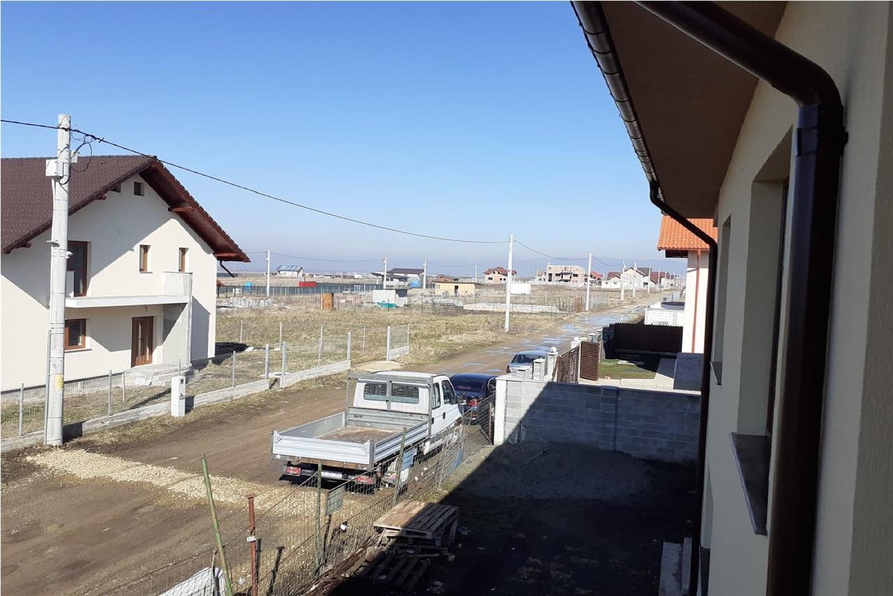 Casa tip duplex P+E   4 camere  Sanpetru Brasov