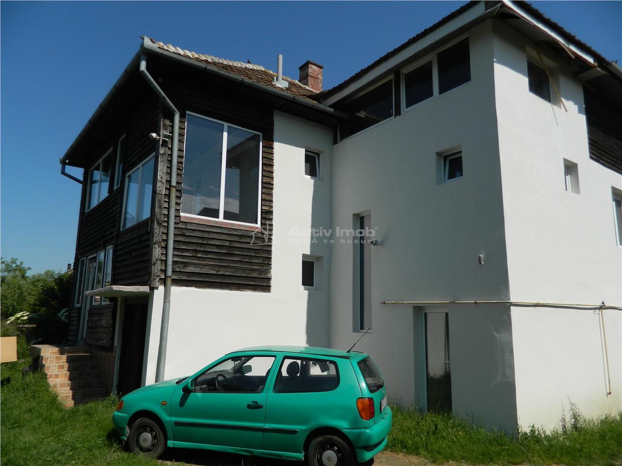 Casa   8 camere   3 intrari   zona linistita