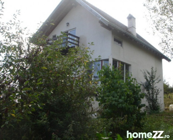 Casa 7 camere,2 bai, teren 5000 mp - Rotbav Brasov