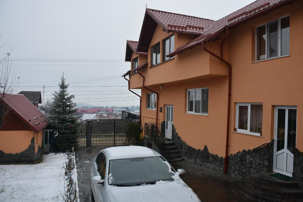 Casa/Vila 4 Dormitoare duble,3 bai - Sacele Brasov