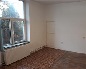 casa 5 camere,renovat pretabil firma/locuit,central