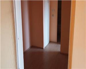 Vanzare ap 2 camere decomandat zona 800 negociabil