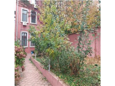 Titulescu, apartament 2 camere in vila; curte proprie 65mp