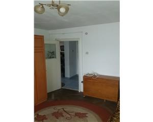 3 camere,DECOMANDAT,etaj 4, bloc 1980, ZONA CENTRALA