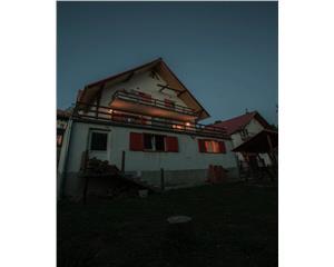 Crivaia, Casa de Vacanta, Demisol,Parter,Etaj.