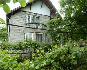 Casa cu etaj si 8 ari de teren Sat Sasar Judetul Maramures