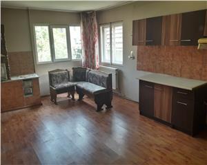 Casa centru 5 camere 150mp  pretabil credit 58500 euro negociabil