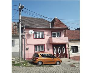 Casa centru 5 camere 150mp  pretabil credit 54800 euro negociabil
