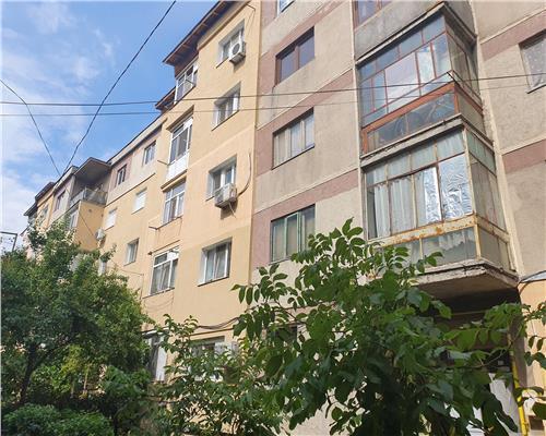 Apartament 2 camere decomandat zona 800