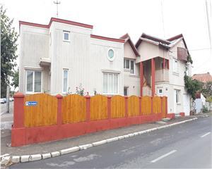 Proprietate imobiliara compusa din 2 corpuri de casa,P+1, teren 340 mp