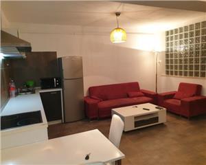Apartament 3 camere semidecomandate, zona str. Calea Turzii