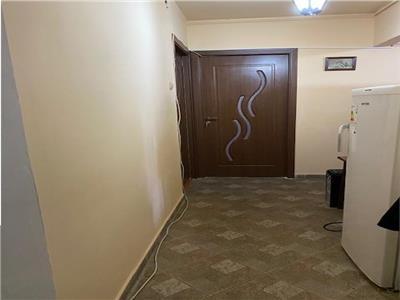 Titan Trapezului,4 camere decomandat,2 grupuri sanitare
