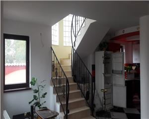 Vila P+E+M- Living,5 camere,4 bai,2 terase, zona Bunloc