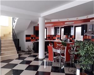 Vila- P+E+M, 6 Camere, 4 Bai  zona Bunloc Brasov