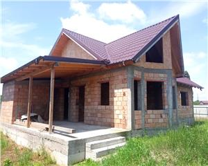 Casa la rosu, P+M, teren imprejmuit 600 mp, 108 mp, Izvoare Bacau, 0%