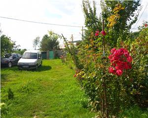 Casa partial finalizata, teren 1265mp in Gura Vaii Racova, 24 km de Bc