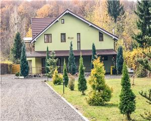 5 cam-vila in zona turistica Valea  Avrigului