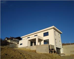 Casa/ Vila- design minimalist- 240 mp utili+garaj- Zona verde