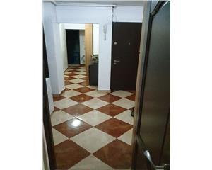 Apartament 4 camere, semidecomandat, parter