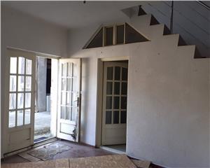 Hala +Apartament 3 camere  Cristian Brasov