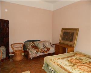 casa   3 camere   bucatarie   curte   camara   baie   holuri  demisol