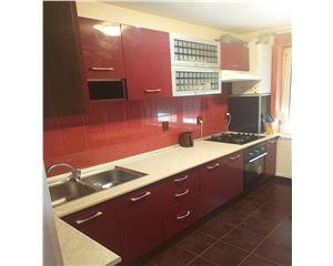 apartament cu 3 camere zona Ciresica
