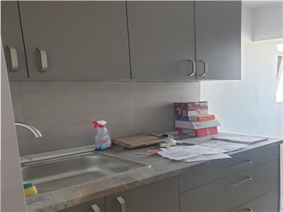 Apartament decomandat renovat, etaj 6 - Gara