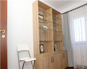 Apartament cu 3 camere de inchiriat