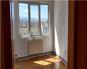 Apartament foarte spatios 3 camere zona Piata Rahova